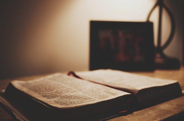 """7 największych """"pomyłek"""" w tłumaczeniu Biblii"""