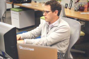 Tłumacz na swoim – jak założyć własne biuro tłumaczeń?