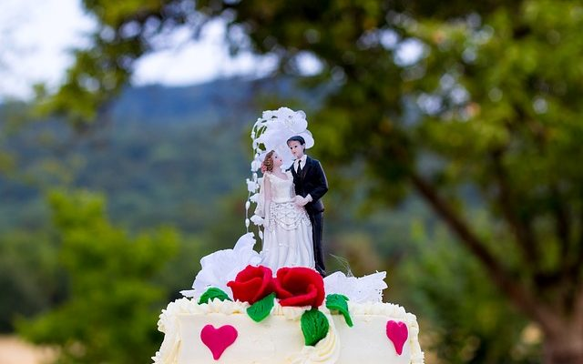 Sklep z figurkami na tort weselny