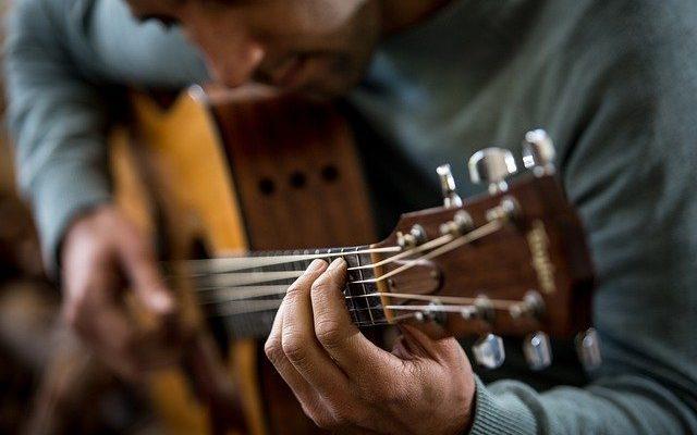 Kurs gitarowy - sposób na szybką naukę gry na gitarze